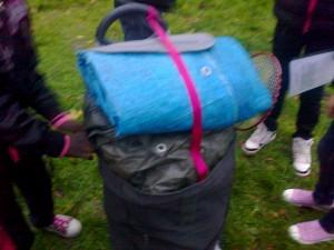 Le matériel est bien rangé dans le sac avec la participation de toutes et tous.